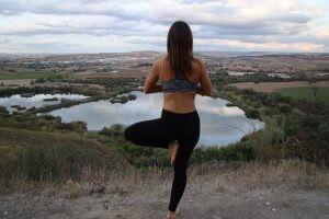 enraizando_el_yoga_Vrksasana