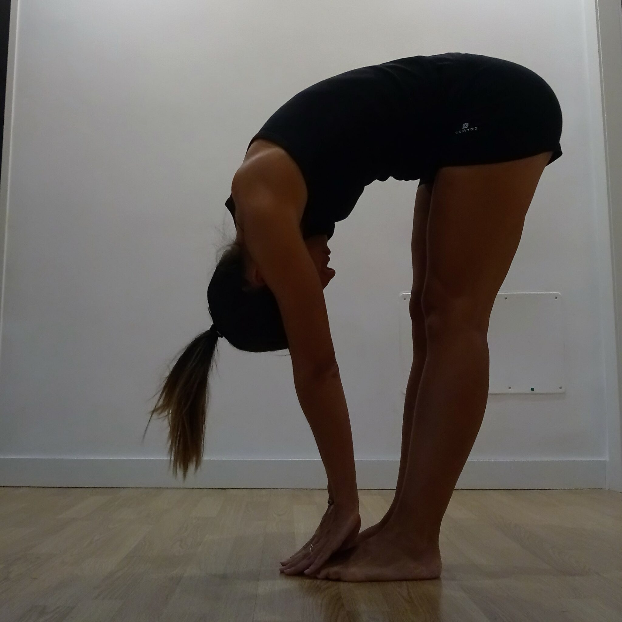 como-no-hacer-uttanasana-yogakevala